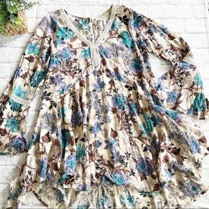 Umgee floral babydoll bell sleeve dress small